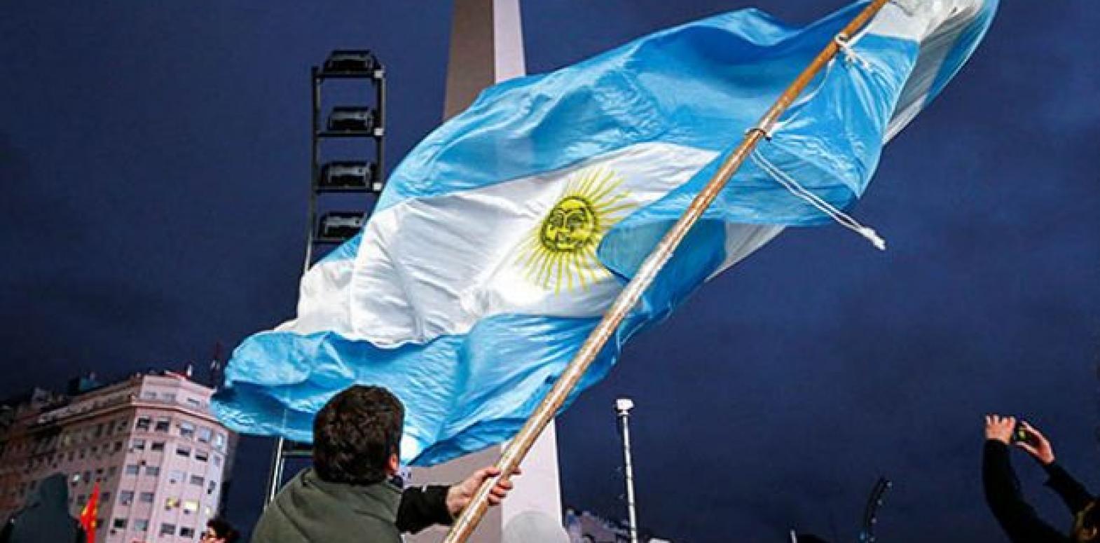 Кредитный рейтинг Аргентины Fitch и S&P понизили на три ступени
