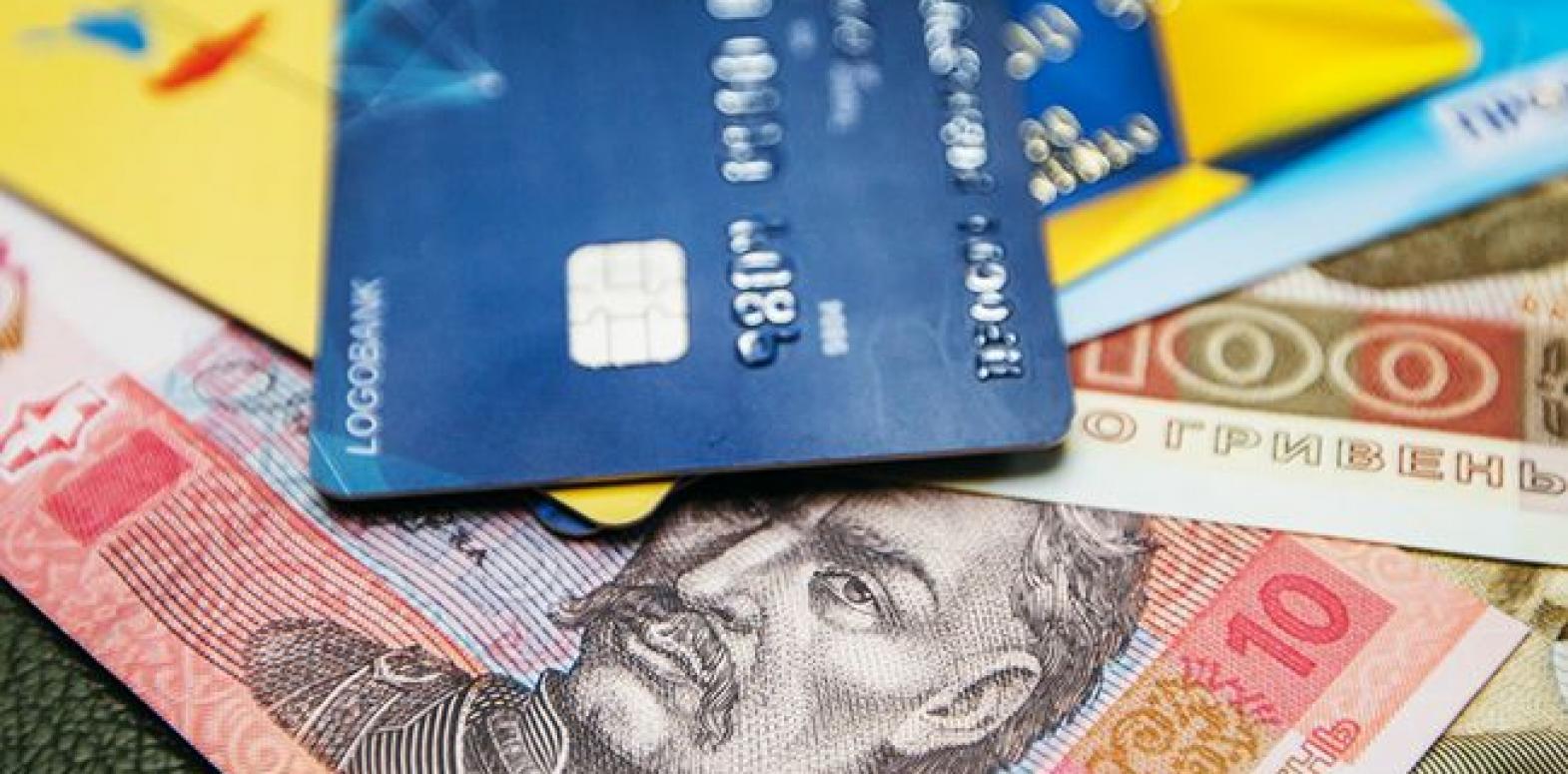 НБУ назвал количество платежных карт на каждого украинца