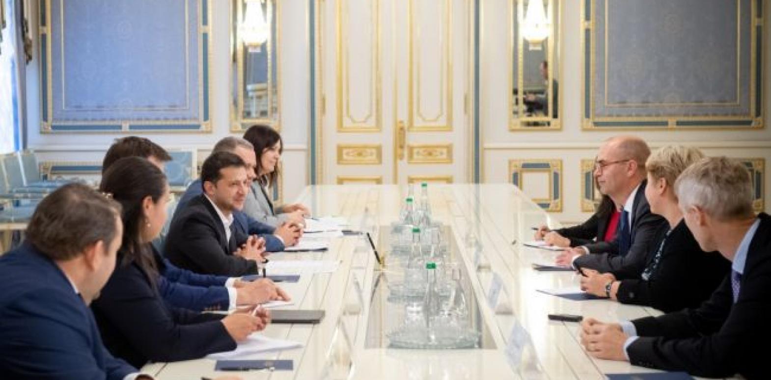 Зеленский встретился с представителями МВФ в Украине