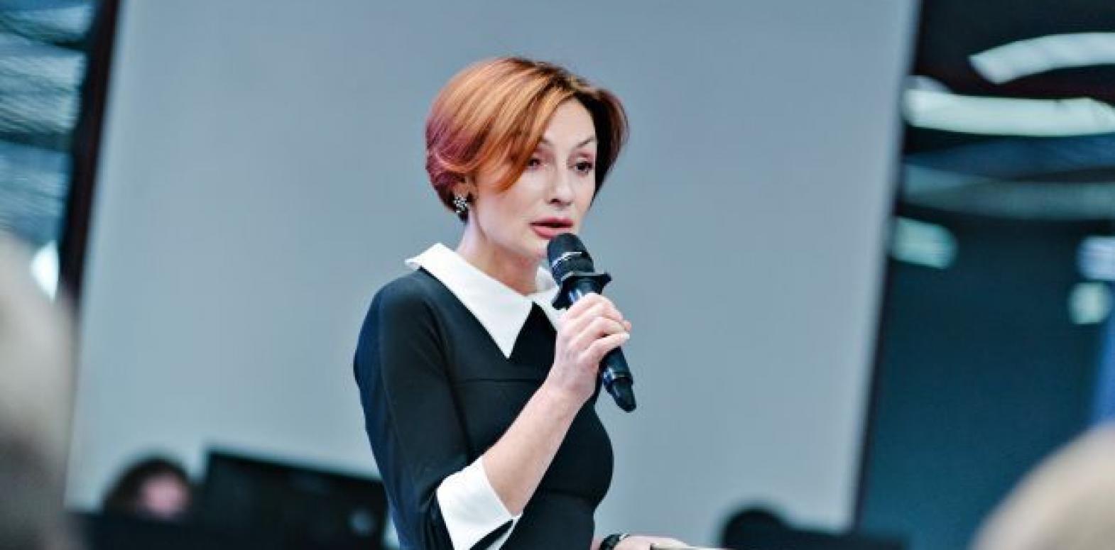 Рожкова: несмотря на ситуацию с ПриватБанком, диалог с МВФ продолжается