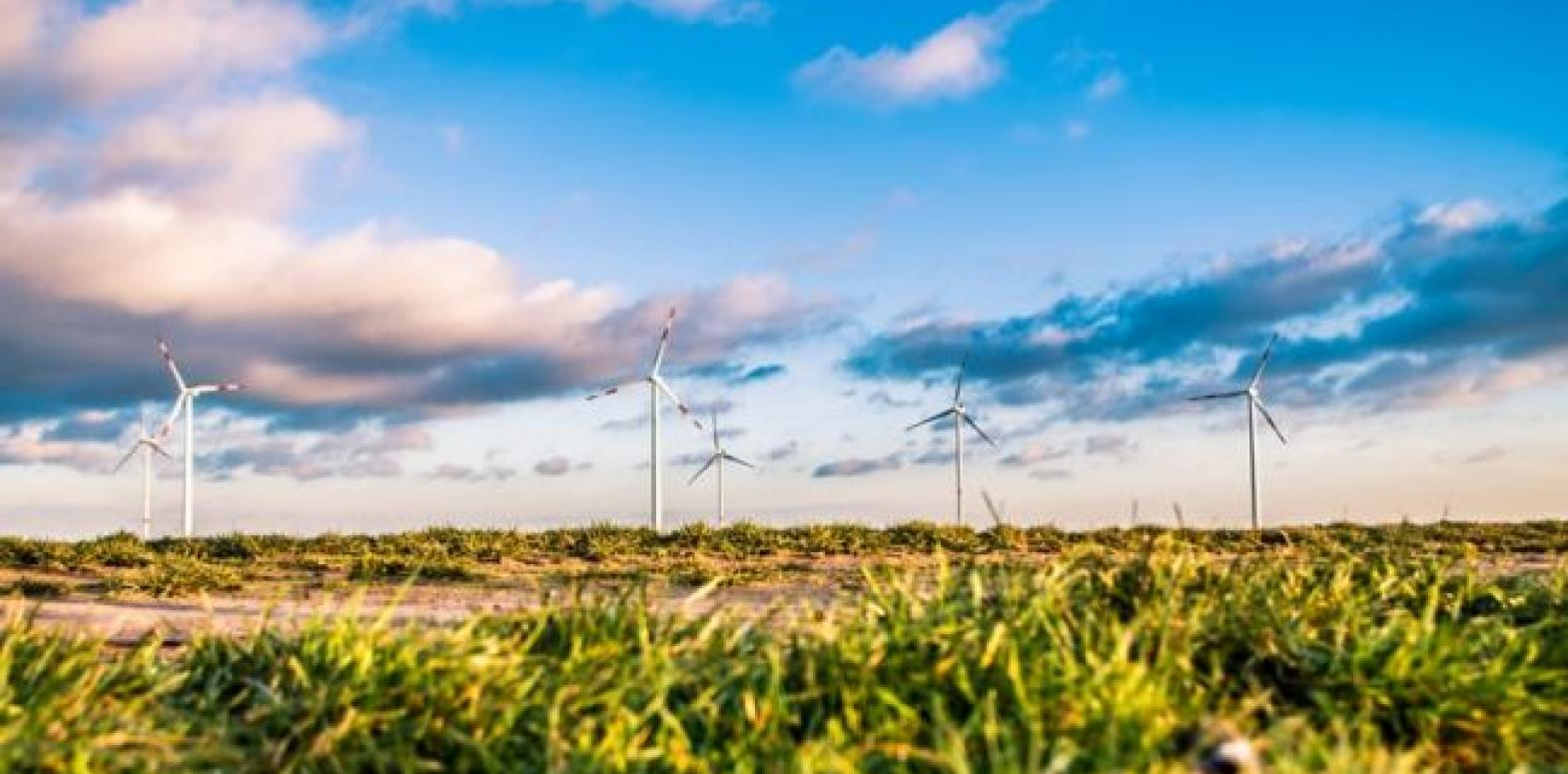 Климатический кризис, инвестиции, новые правила игры: что происходит с зеленой энергетикой