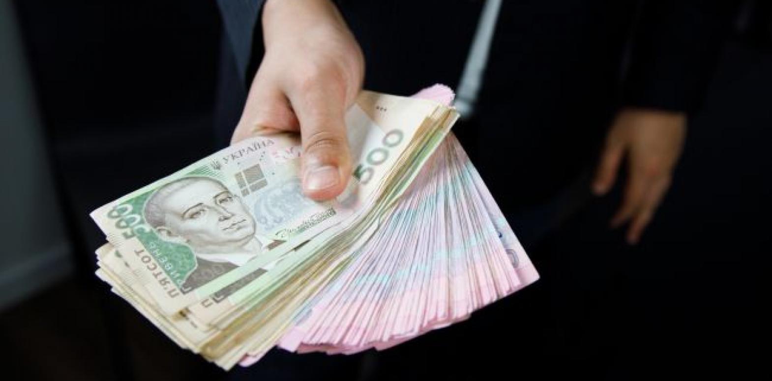 Зарплаты украинцев в феврале продолжали расти