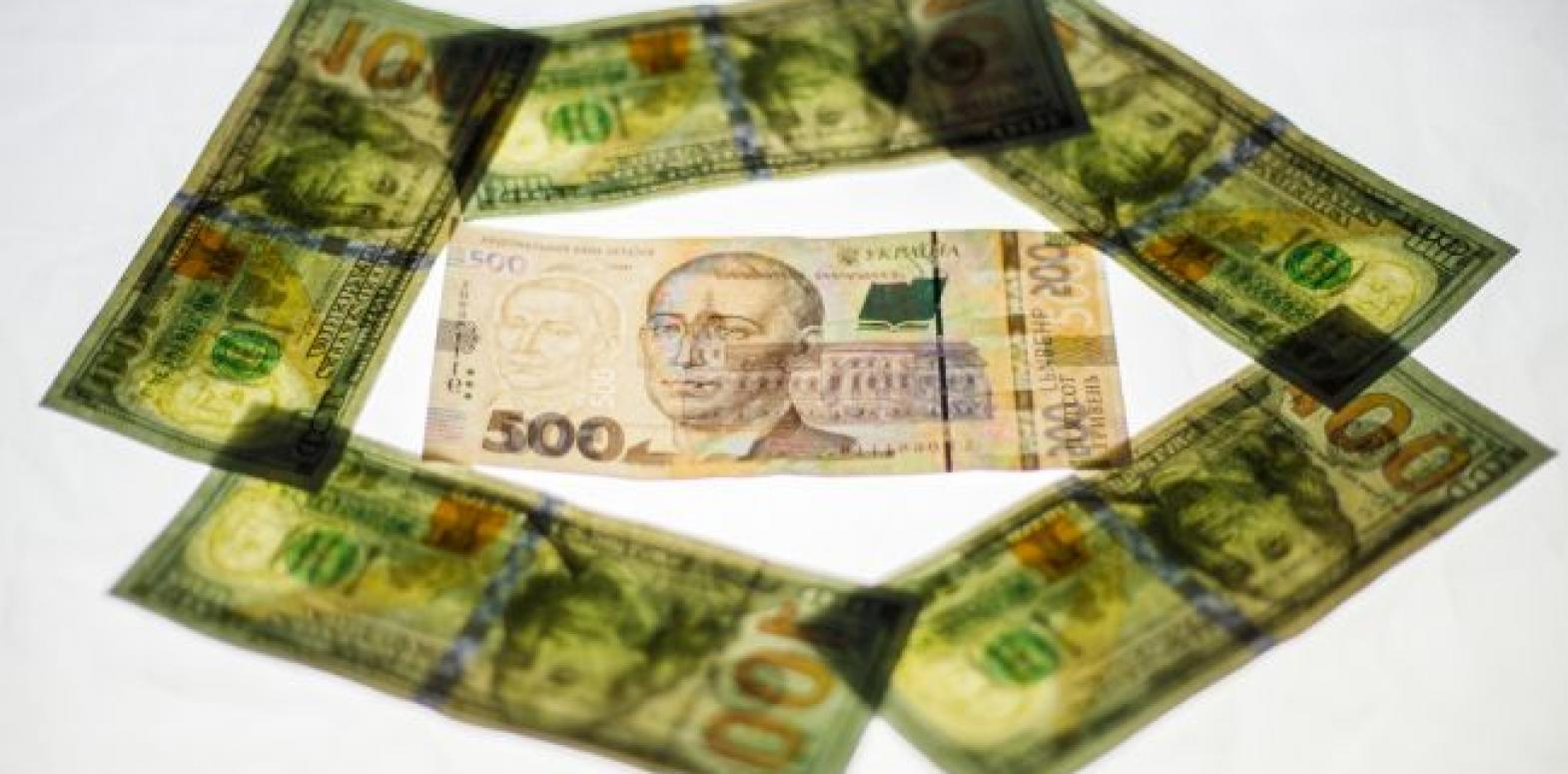 НБУ на 27 марта поднял курс доллара до максимума с начала года
