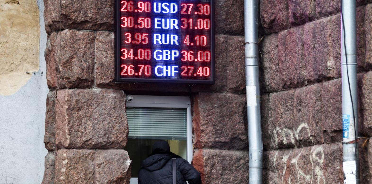 Курс доллара отреагировал на заявление Смолия об отставке бурным ростом