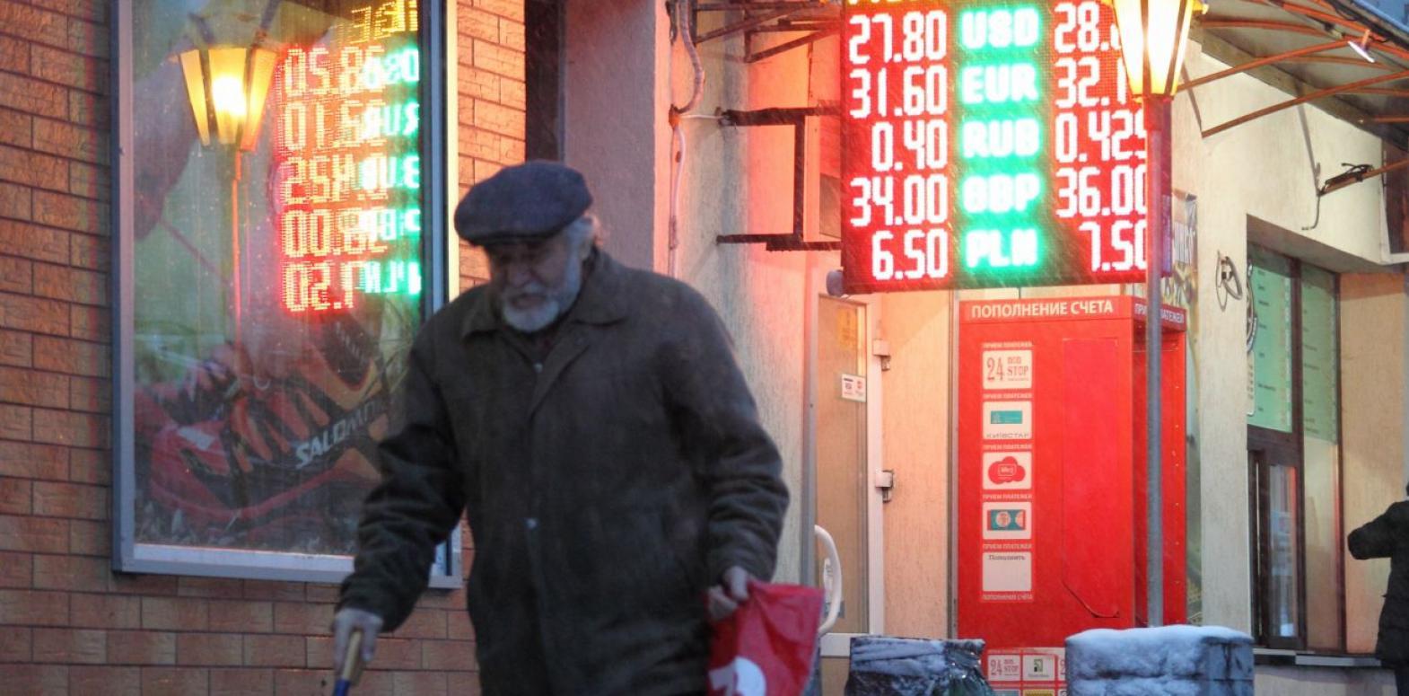 Аналитики прогнозируют рост курса до 27,50 грн/доллар после отставки Смолия