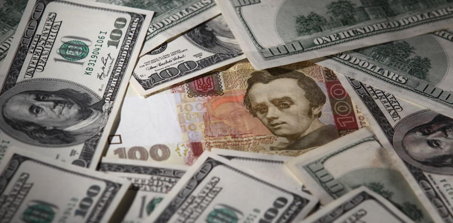 Курс доллара снизился на межбанке после резкого роста