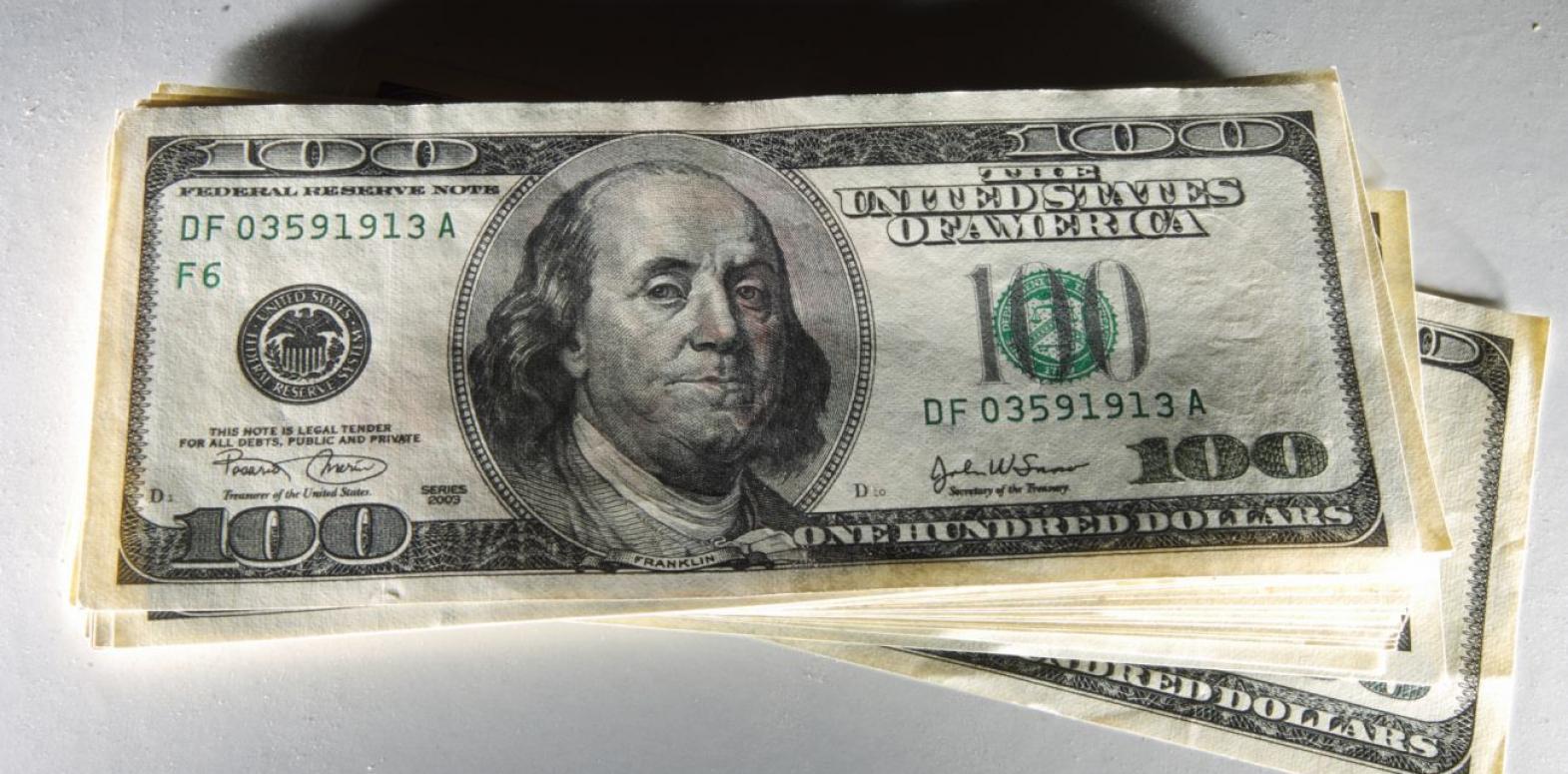 Курс доллара на межбанке упал ниже уровня 27 гривен