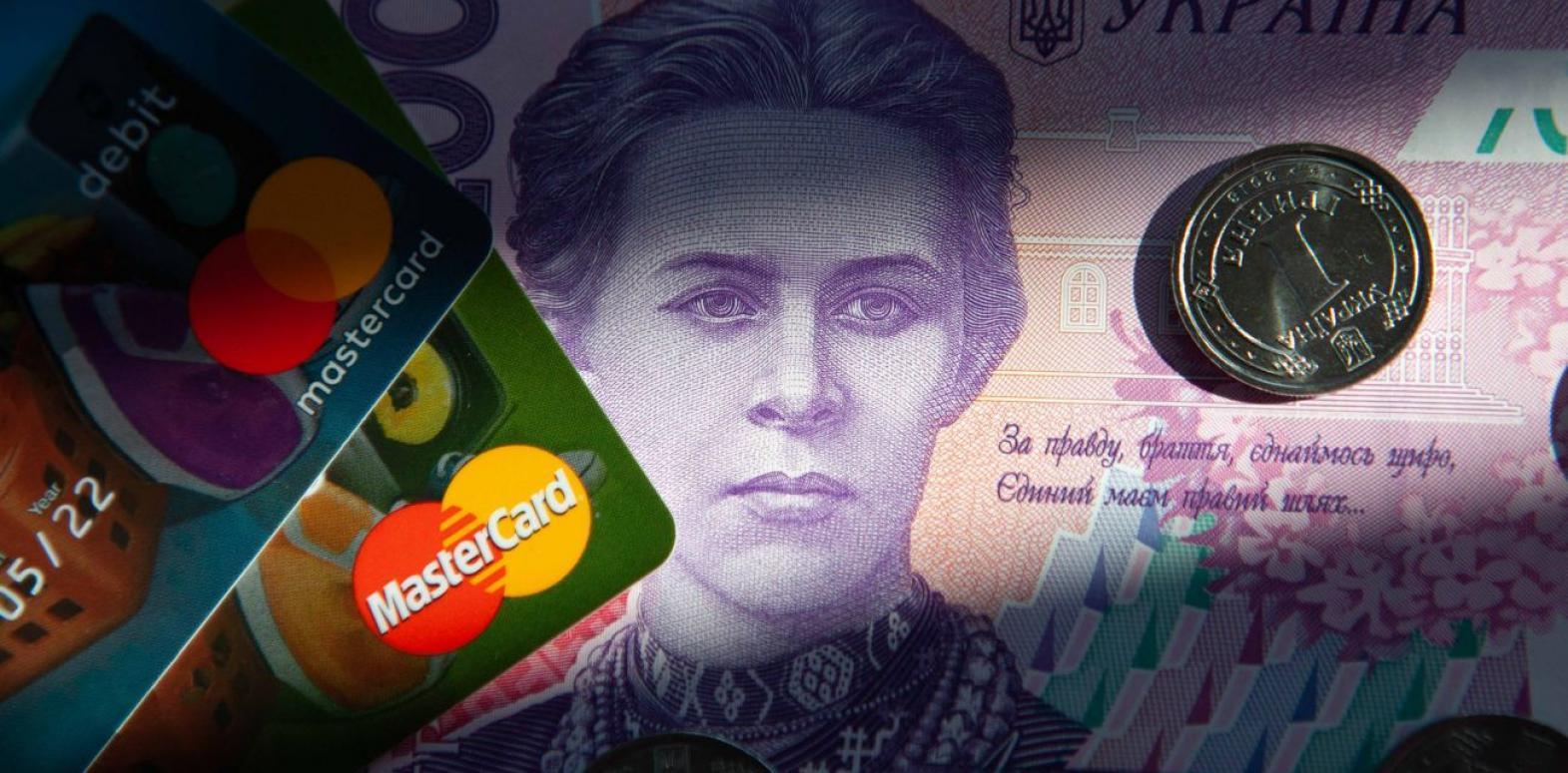 Украинцы сократили объемы снятия наличных в банкоматах