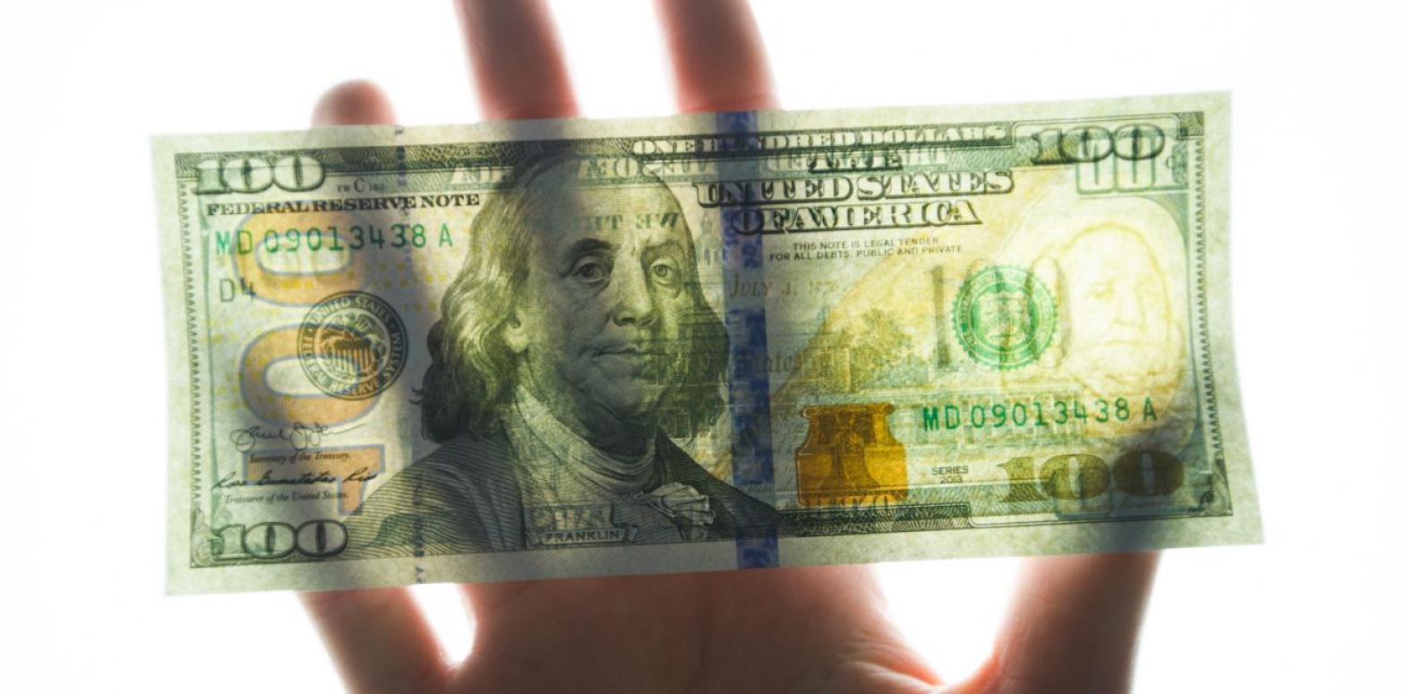 НБУ снизил официальный курс доллара впервые за неделю