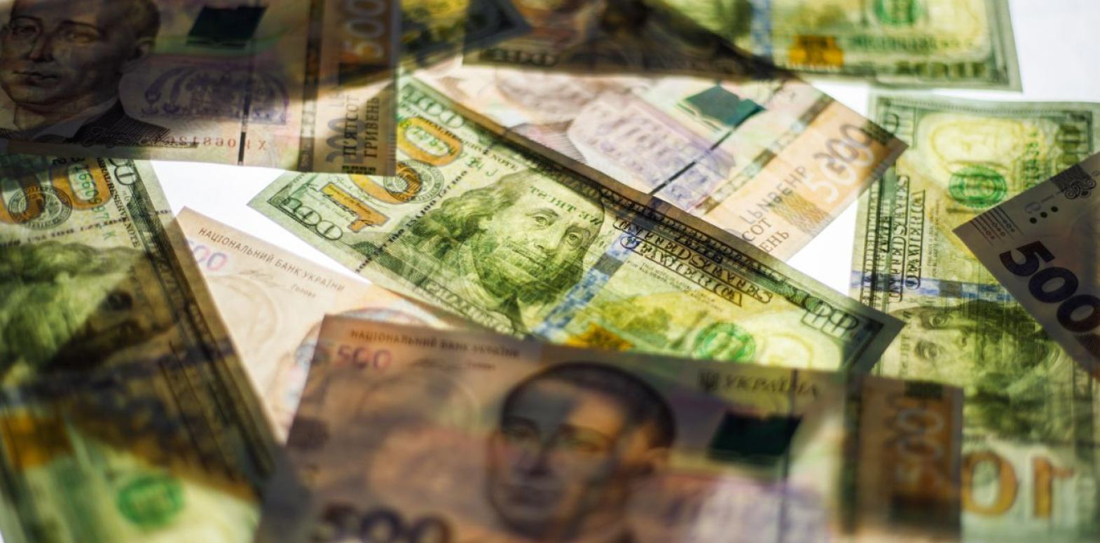 Курс доллара на межбанке начал снижаться после недельного роста