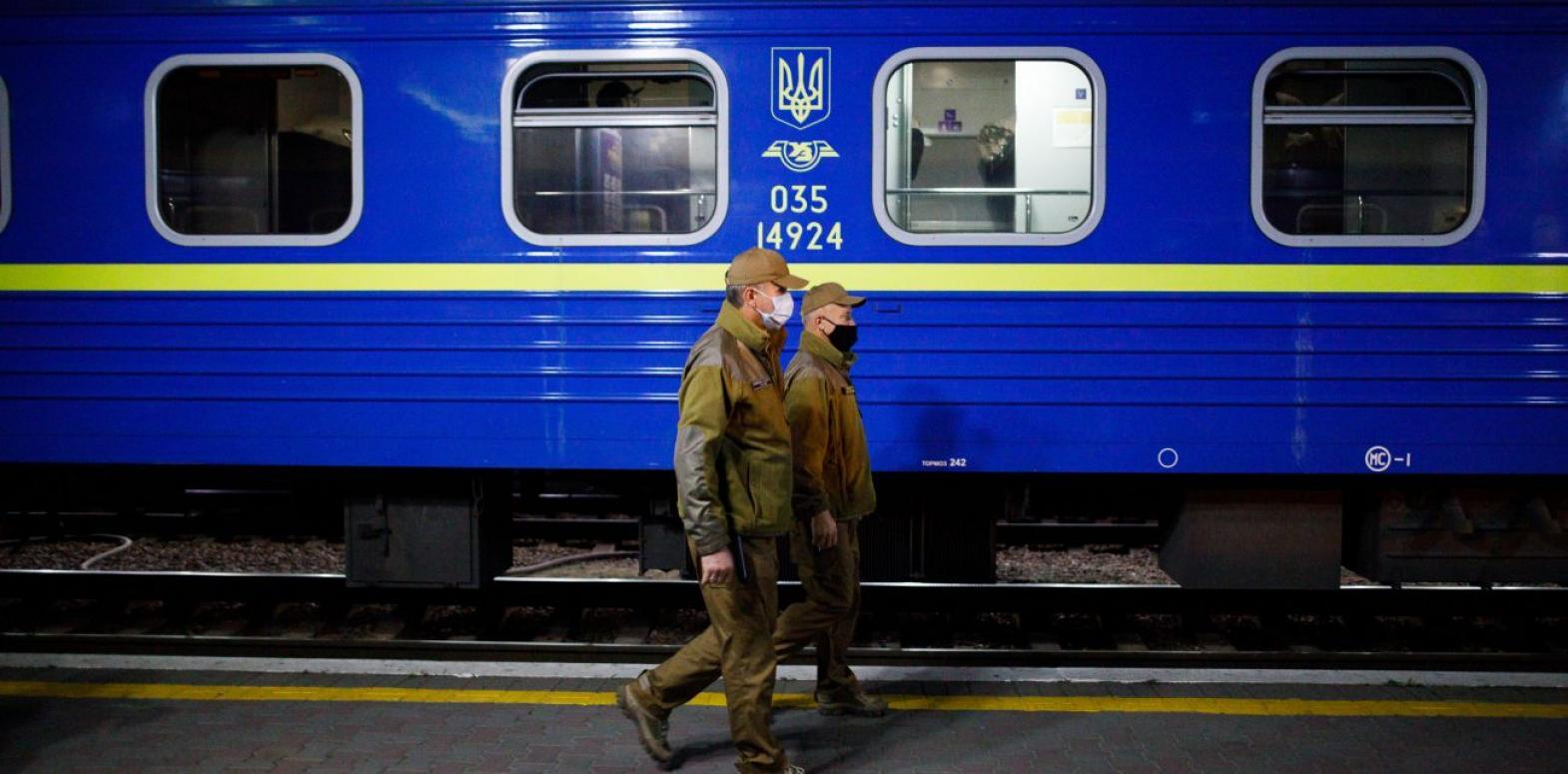 Переход на зимнее время: УЗ учла перевод стрелок в расписании поездов