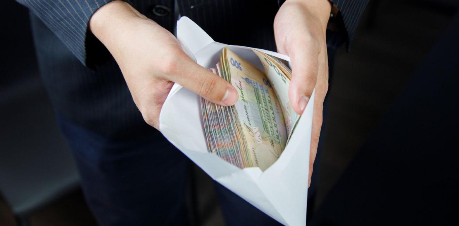 """Более трети украинцев получают зарплату """"в конверте"""""""