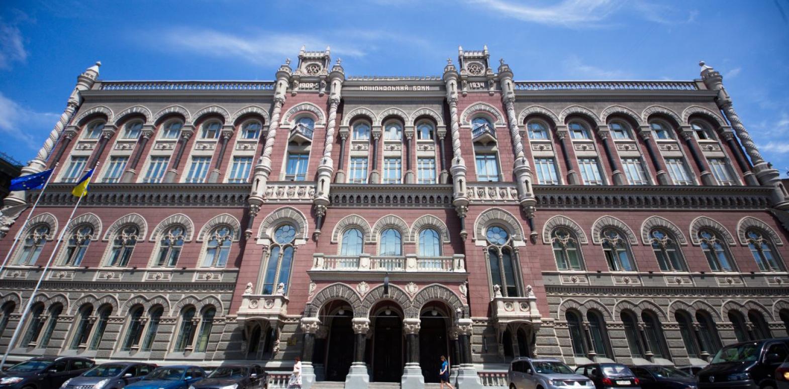 НБУ отказался от интервенций на межбанке третью неделю подряд