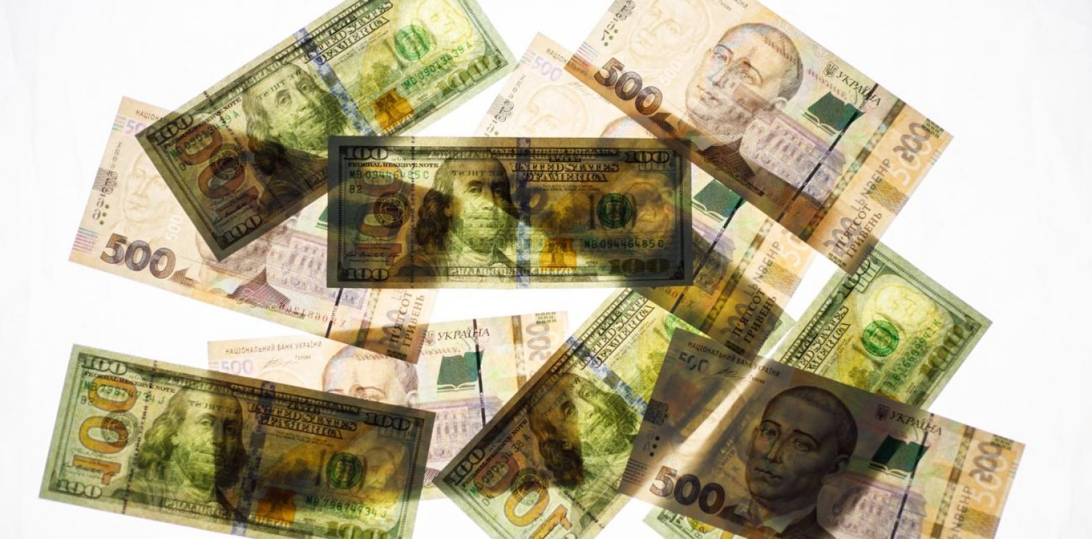 Курс доллара на межбанке немного снизился в начале недели