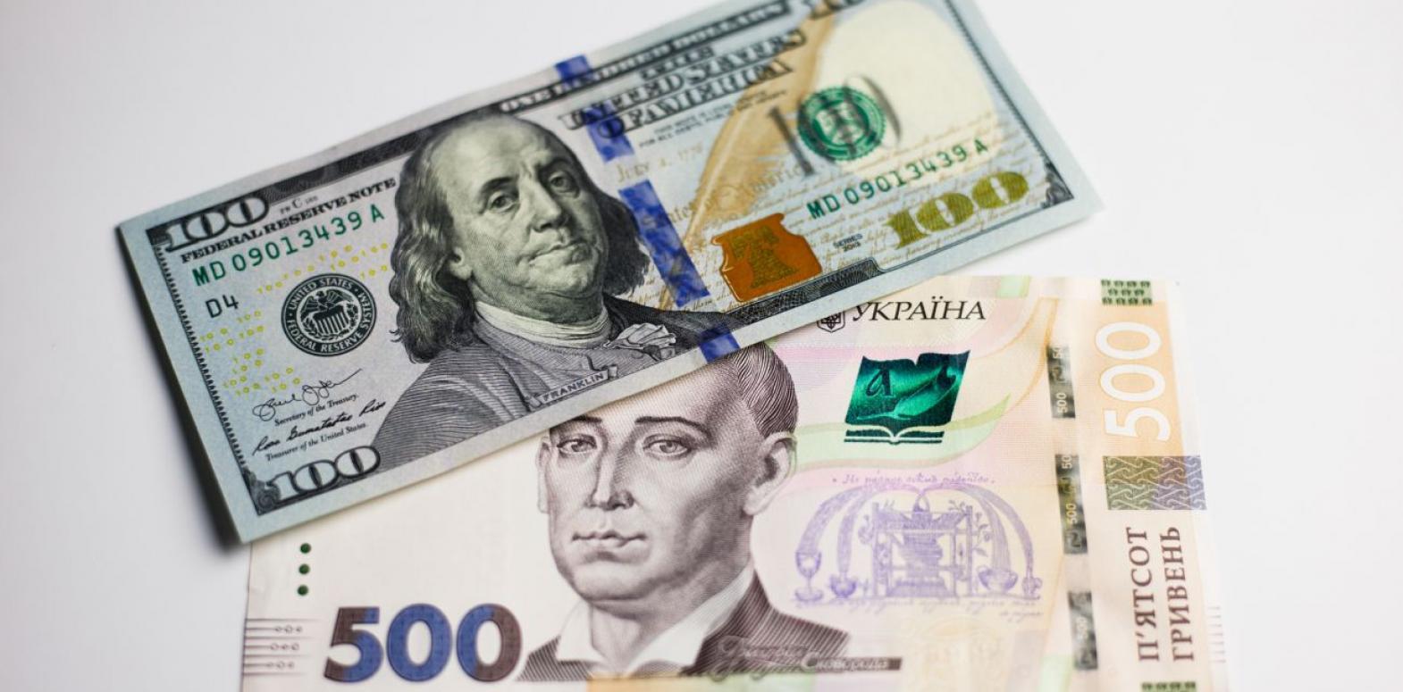 Курс доллара снизился на межбанке в конце недели