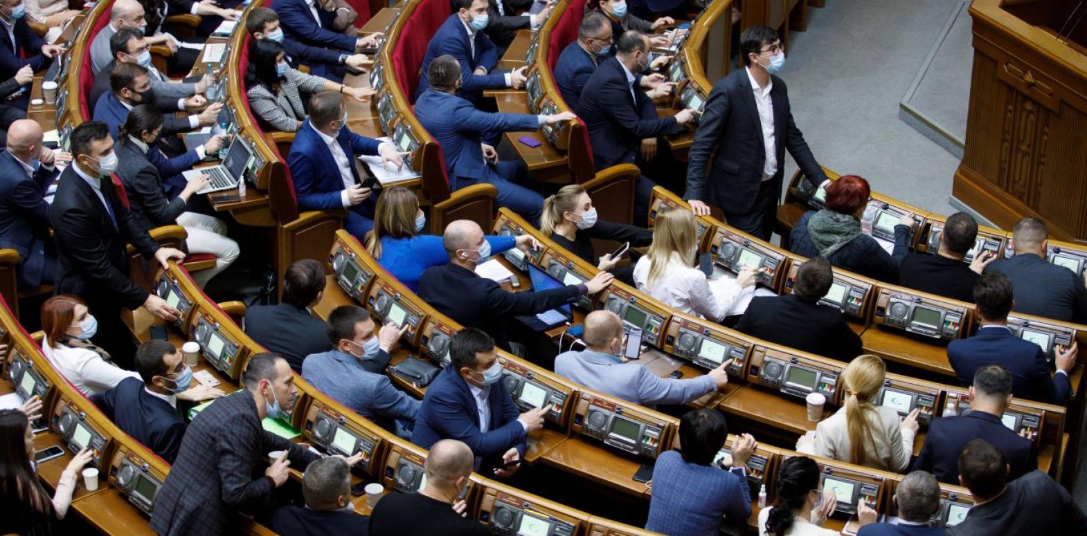 """""""Слуга народа"""" поддержала снижение налогообложения международных посылок"""