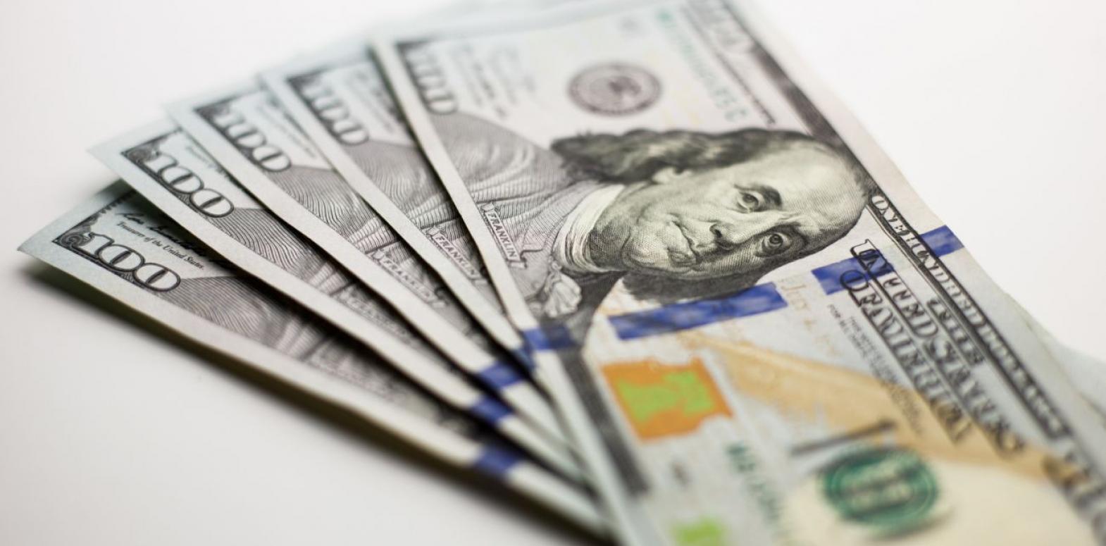 Межбанк закрылся курсом доллара ниже 28 гривен