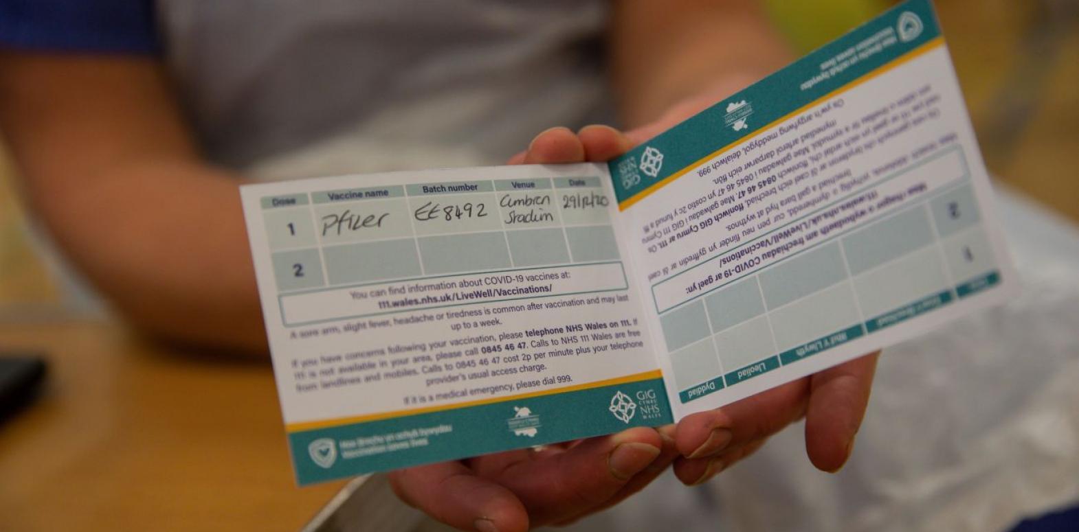 Введение COVID-паспортов поддерживают около четверти украинцев