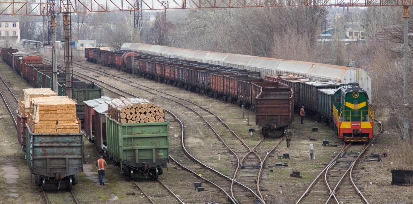 Отрицательный баланс внешней торговли Украины вырос в четыре раза