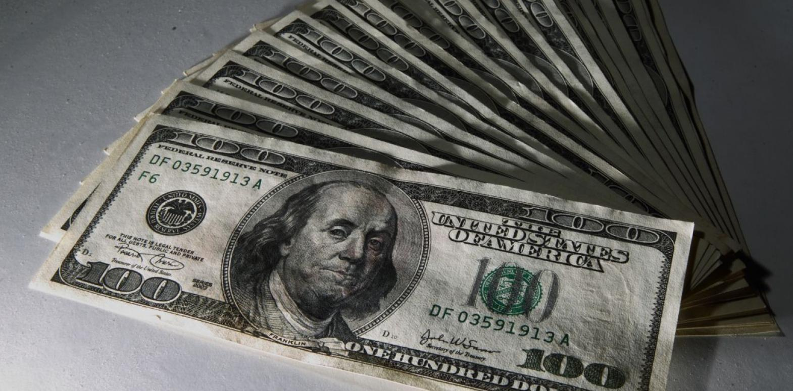 Курс доллара упал до минимума за 8 месяцев