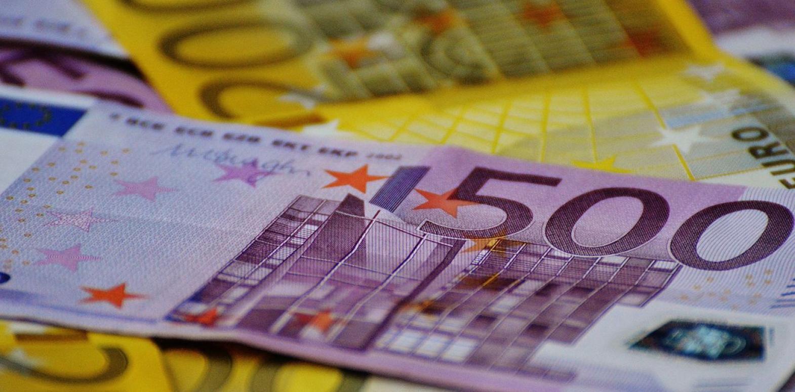 НБУ повысил официальный курс евро на 10 копеек