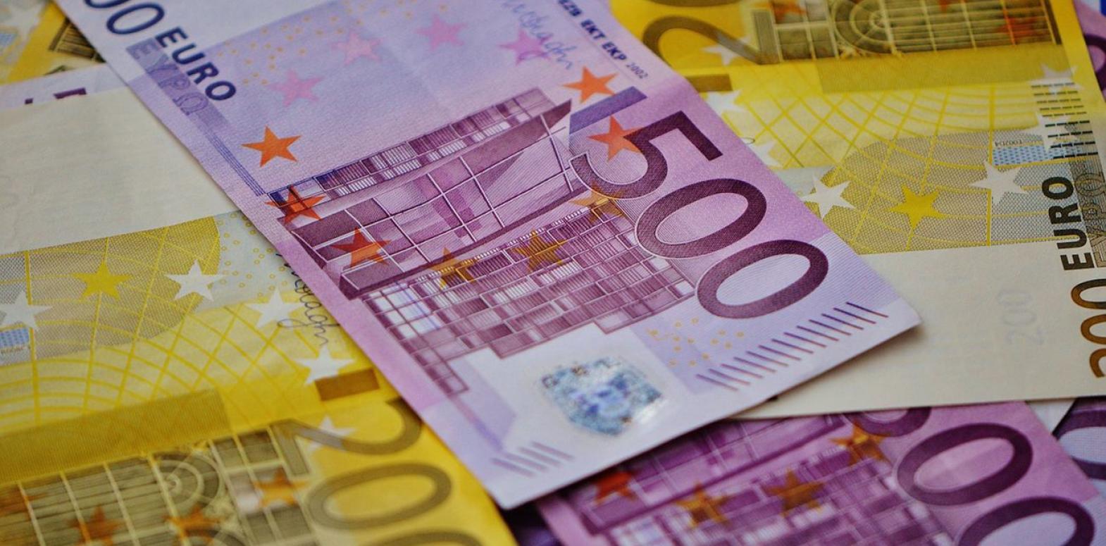 Курс евро вырос после падения до многомесячного минимума