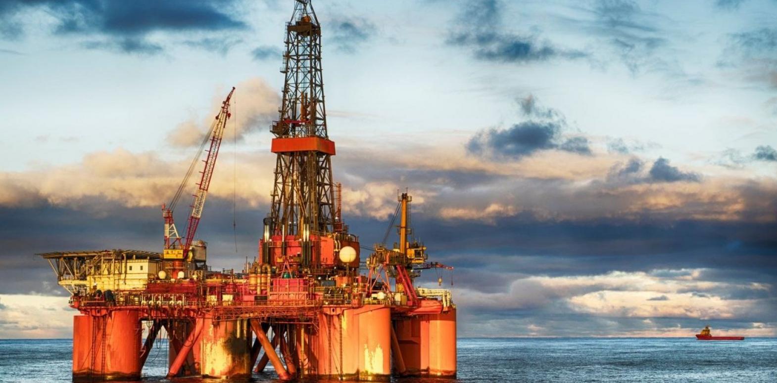 Цены на нефть падают из-за резкого укрепления доллара после заявления ФРС США