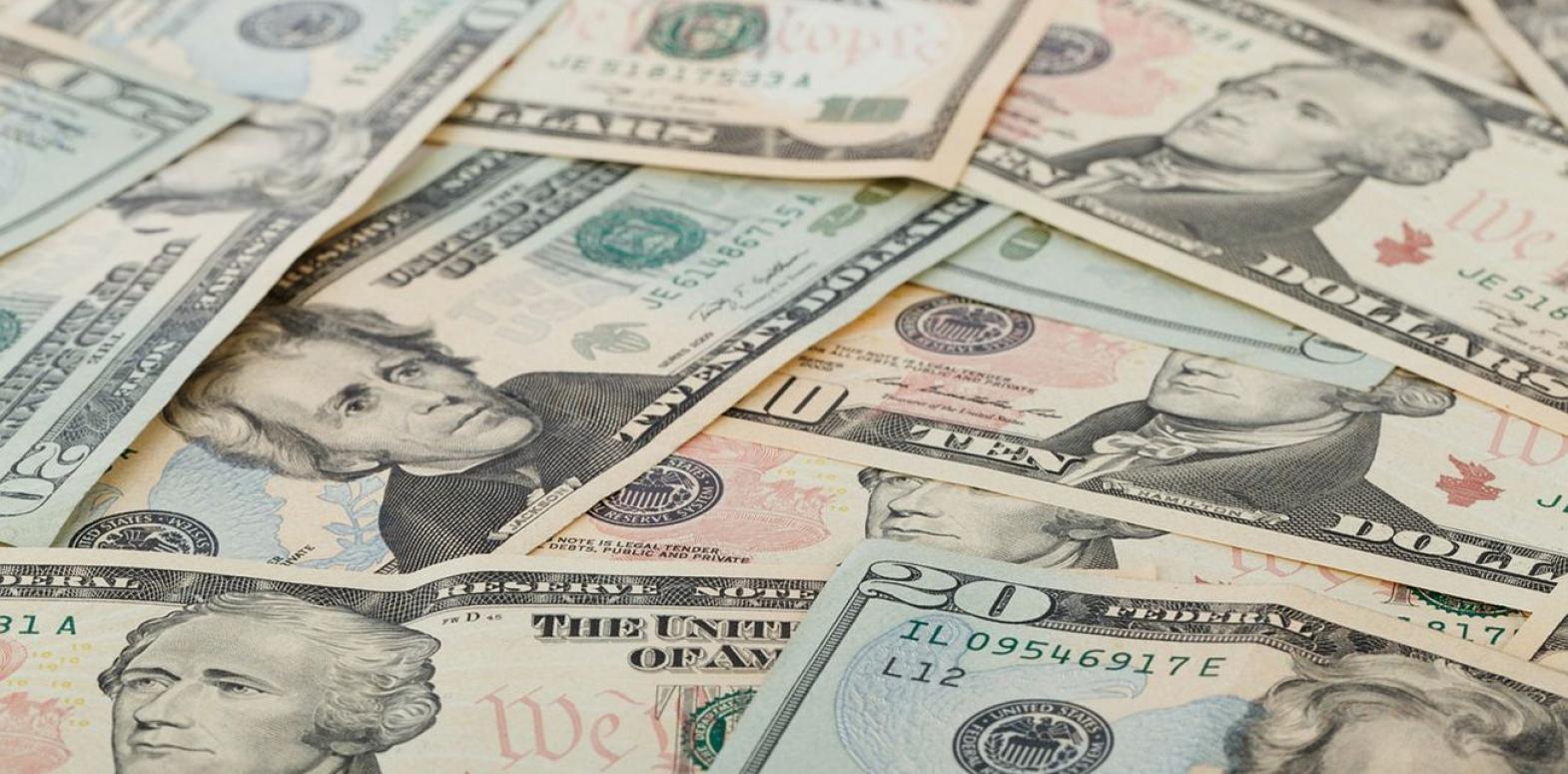 Курс доллара растет третий день подряд после падения до годового минимума