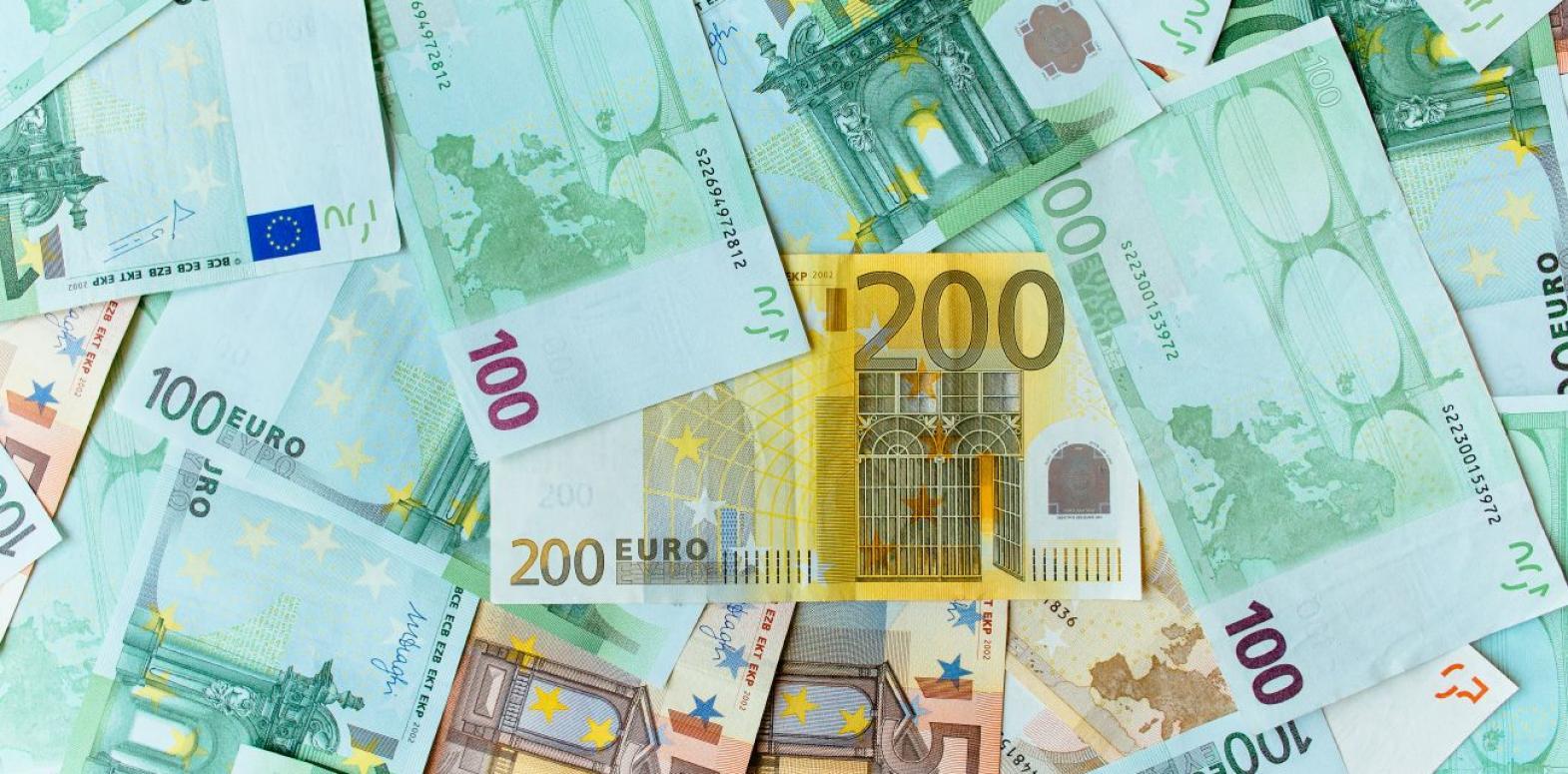 Курс евро растет третий день подряд