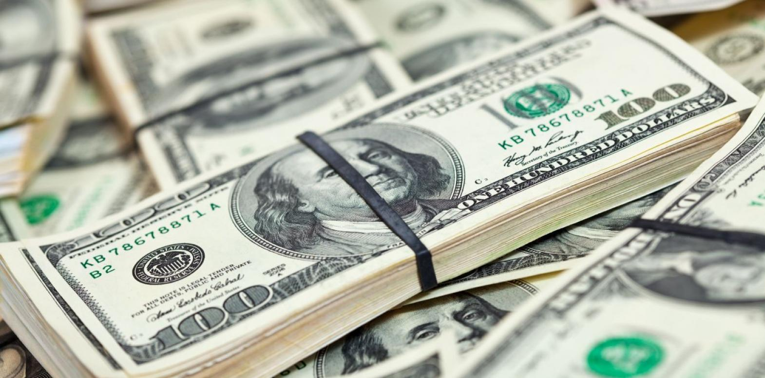 Курс доллара перешел к снижению на межбанке