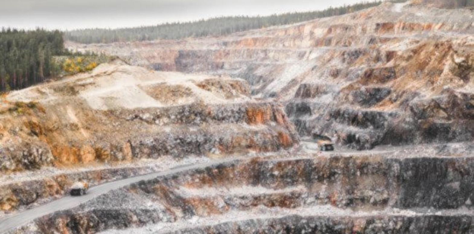 Падение продолжается. Стоимость руды обвалилась до психологической отметки в 100 долларов