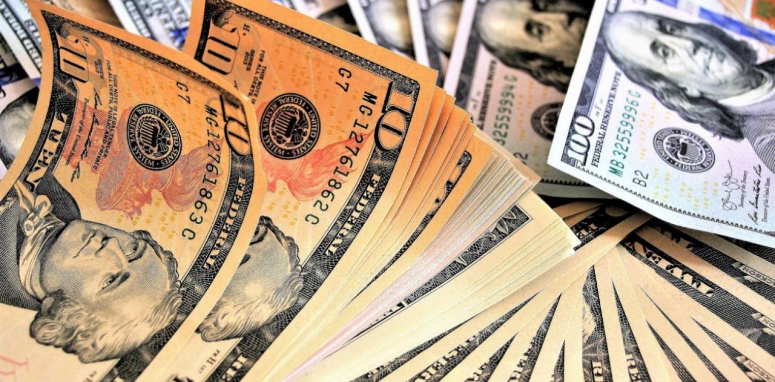 Курс доллара растет третий день подряд