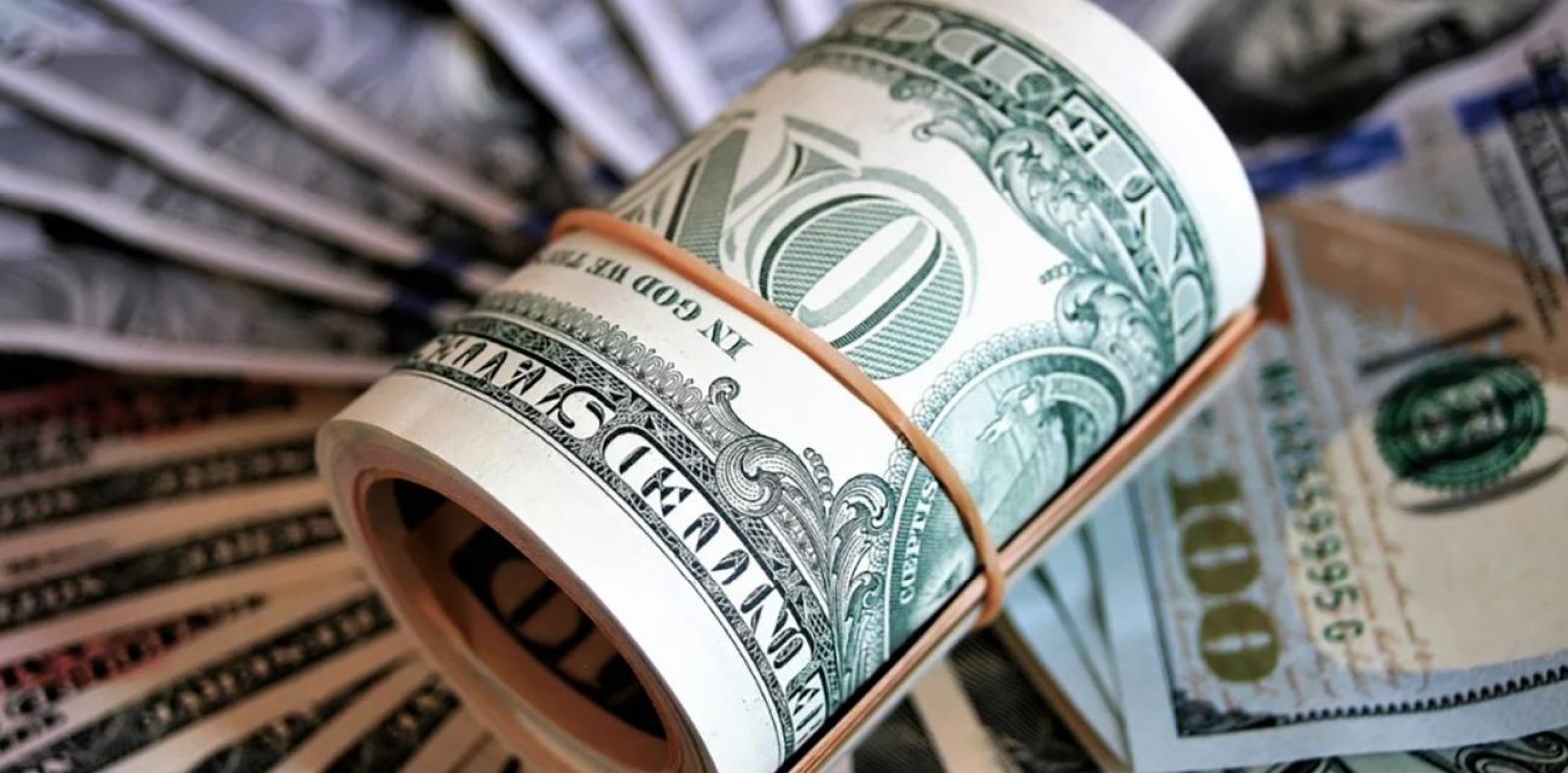 Курс доллара немного снизился на межбанке