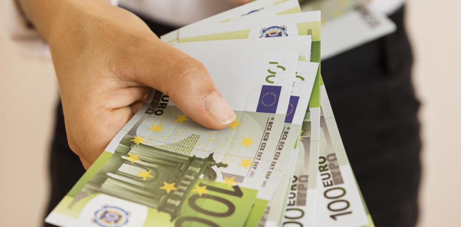 Курс евро падает второй день подряд